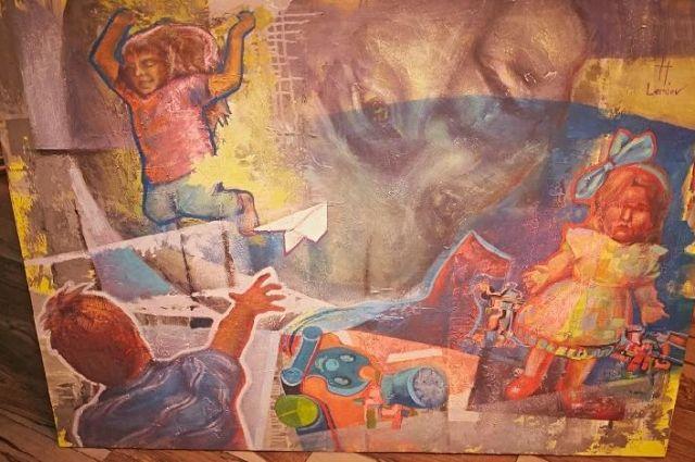 Помимо картин, написанных профессиональными художниками, на выставке были работы детей – подопечных фонда с онкологическими заболеваниями.