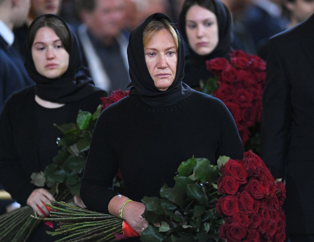 Вдова Юрия Лужкова Елена Батурина (в центре) и его дочери — Елена (справа) и Ольга (слева).