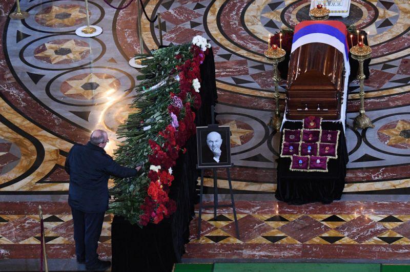 Прощание с бывшим мэром Москвы Юрием Лужковым в храме Христа Спасителя.