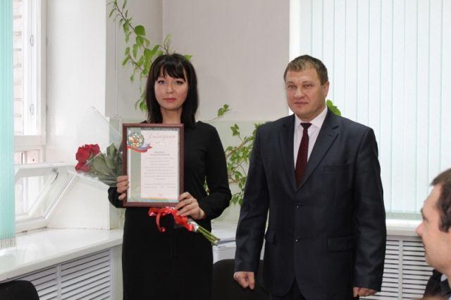 В Ялуторовске поблагодарили девушку, которая помогла задержать насильника