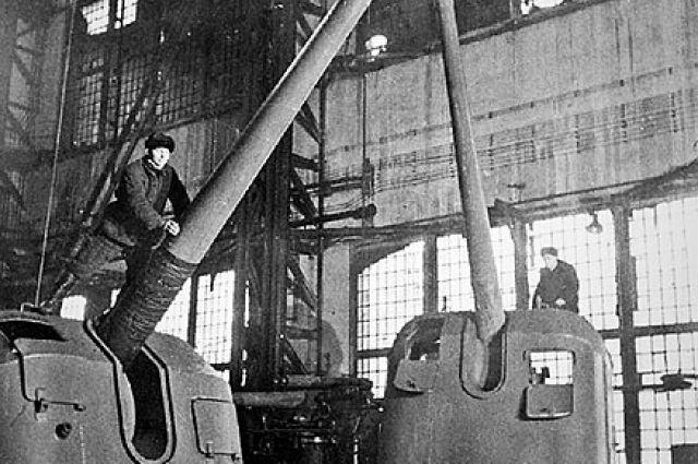 На «Большевик» возложили важнейшую задачу - без перебоя производить артиллерийские боеприпасы.