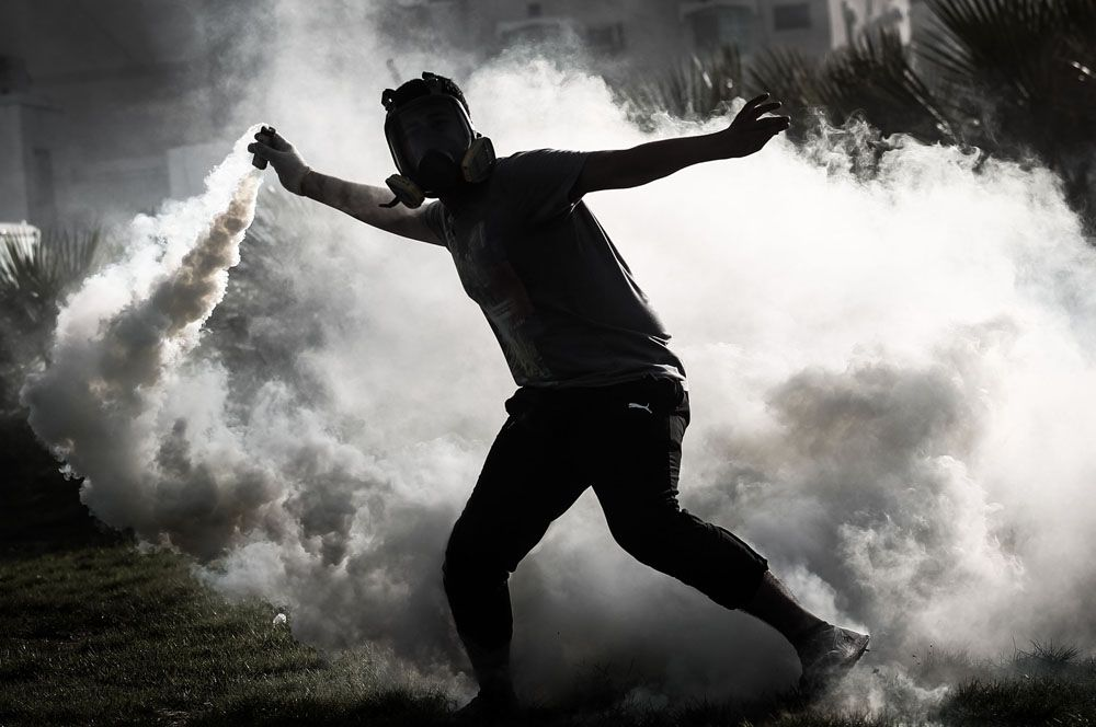 2011 год — протестующий. Представляет множество глобальных протестных движений: Арабская весна, «Движение возмущенных» в Испании, «Захвати Уолл-Стрит», Движение чаепития, а также протесты в Чили, Греции и других странах.