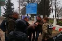 Чиновника Миграционной службы задержали на требовании взятки от нелегалов
