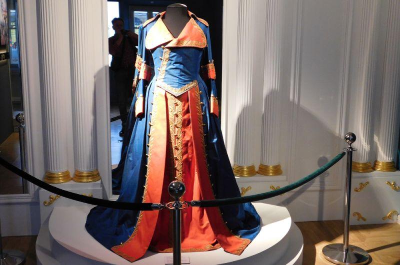 Мундирное платье императрицы Екатерины II по форме Кавалергардского корпуса 1766 г. Реконструкция.