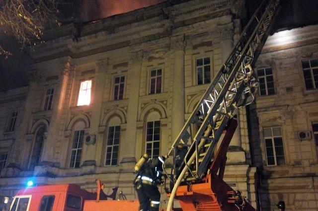 Пожар в старом корпусе больницы.
