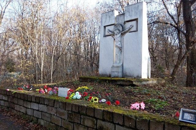 В 2008 году уфимский предприниматель Игорь Бикбулатов на территории Сергиевского кладбища на личные средства возвел памятник жертвам политических репрессий, расстрелянным в 1937-1938 годах.
