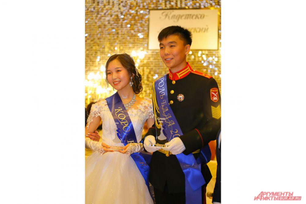 Егор Павлов и Диана Казазаева стали королём и королевой среди учеников восьмых классов, а Чингис Батомункуев и Сарюна Жигмитцыренова – среди учеников девятых-десятых классов.
