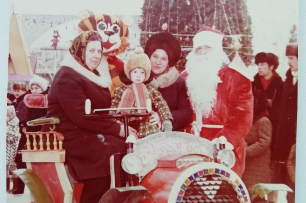 В 1992 году новогоднюю елку было решено перенести с центральной площади города на стадион «Спартак».