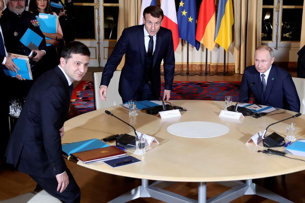 Владимир Зеленский, Эмманюэль Макрон и Владимир Путин во время саммита Нормандской четверки в Елисейском дворце в Париже, Франция.