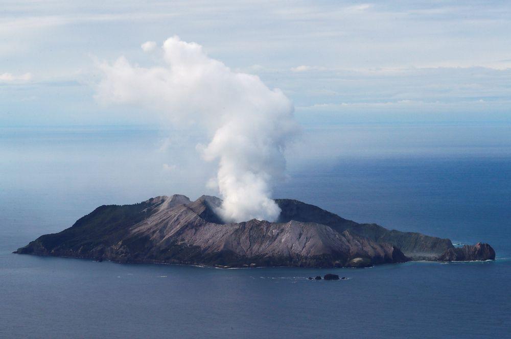 Извержение вулкана на острове Уайт-Айленд в Новой Зеландии.