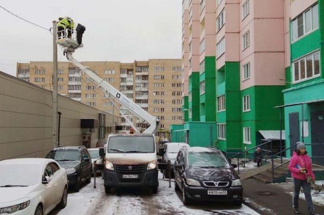 Работы по замене светильников начались в ноябре и должны закончиться в марте следующего года.