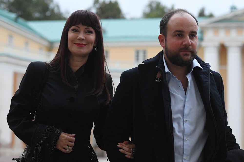Нонна Гришаева (48) и Александр Нестеров (36).