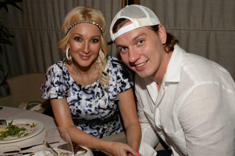 Лера Кудрявцева (48) и Игорь Макаров (32).