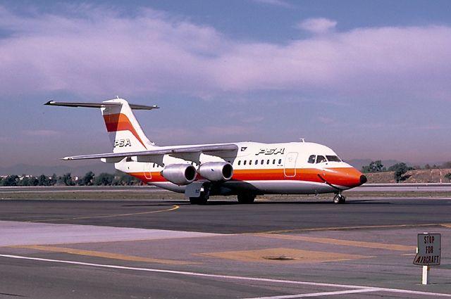 Разбившийся самолёт за год до катастрофы.