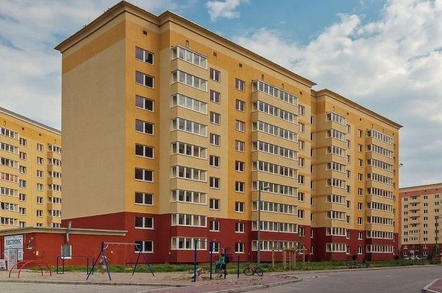 Командующий Балтийским флотом вручил ключи от служебных квартир