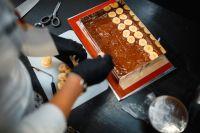 Нарезное пирожное Arnold состоит из пяти слоев.