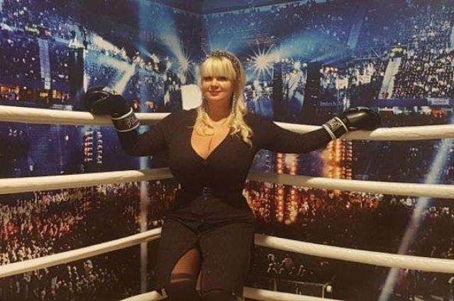Украинка с тринадцатым размером груди начинает карьеру в боксе