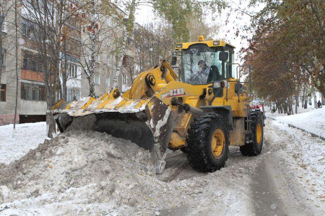 Дорожникам удалось увеличить в два раза среднемесячный объем вывозимого снега.
