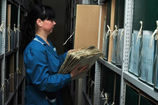 Привычные стеллажи в архиве.
