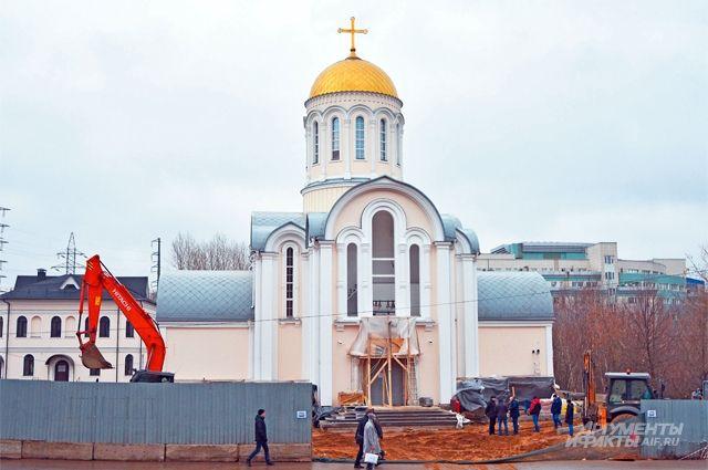 Благоустройство территории у храма Сергия Радонежского завершается.