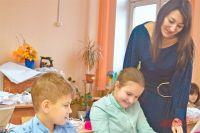 Елена Денисова 10 лет работает учителем начальных классов.