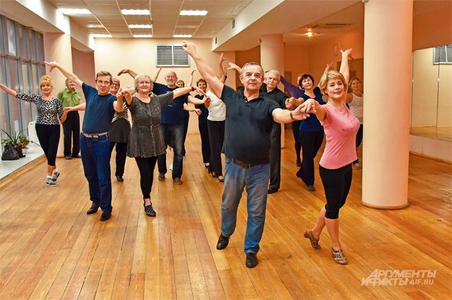 Занятия спортивными бальными танцами проходят в КЦ «Салют» два раза в неделю.