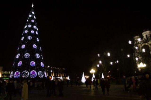 Ёлка на площади Победы зажжёт огни вечером 17 декабря