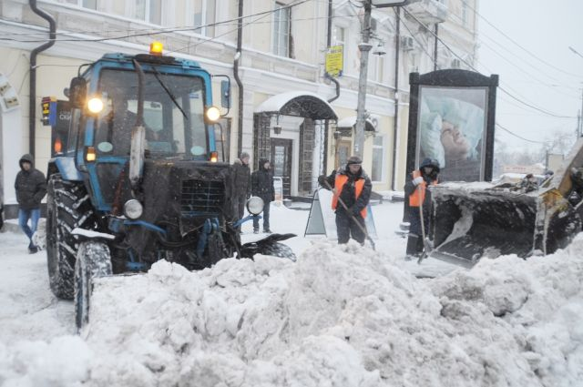 Снегоуборочная техника работала на остановке около 9 часов утра.