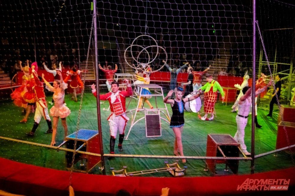 Они предложили зрителям перенестись на сто лет назад и увидеть, каким был цирк в то время