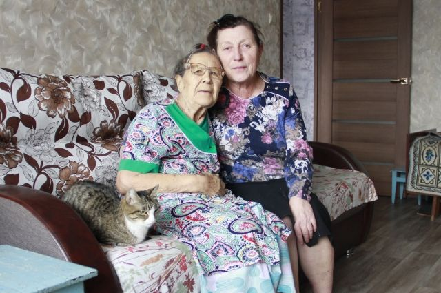 Семья Тамары Ларионовой (справа) стала приёмной для Антониды Москалёвой.