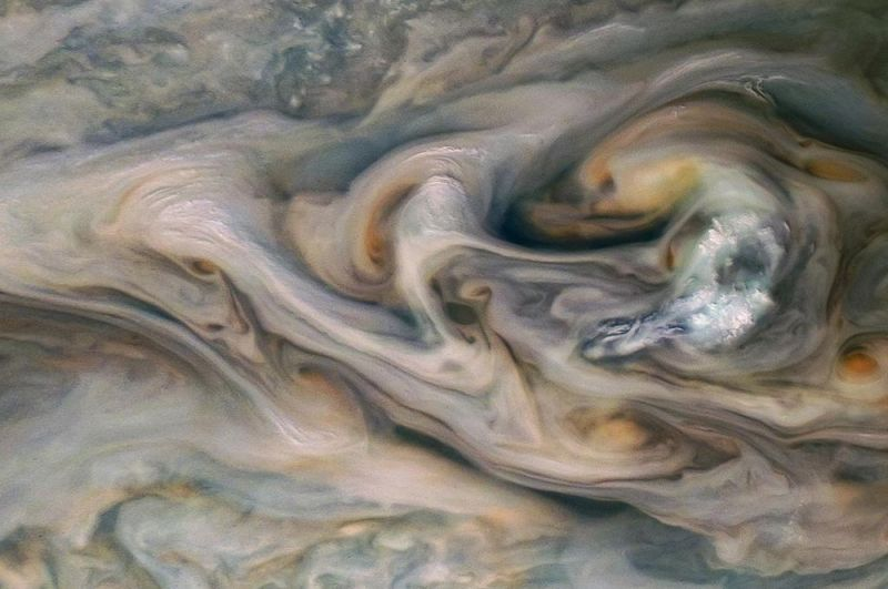 Мерцающие облака над Юпитером.
