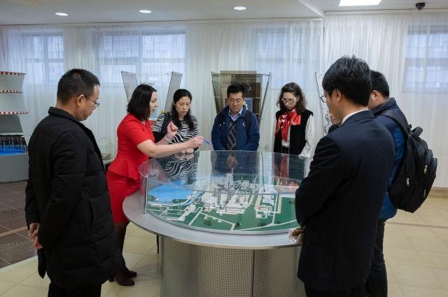Зарубежным гостям подробно рассказали о работе атомной станции.