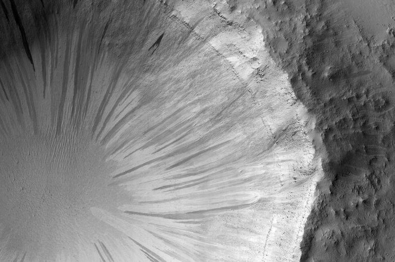 Кратер на Марсе.