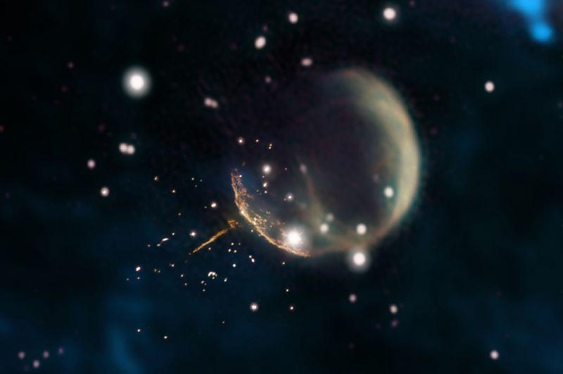 Нейтронная звезда, образовавшаяся от взрыва сверхновой, с огромной скоростью движется через Вселенную. Скорость пульсара настолько высока, что он может пройти расстояние между Землей и Луной всего за 6 минут.