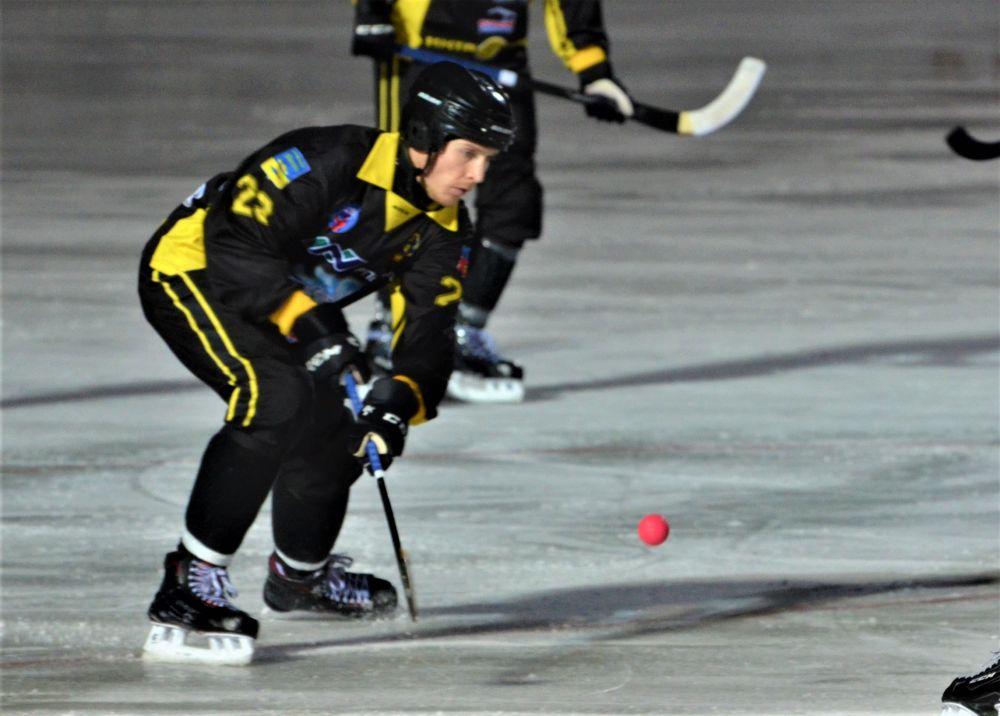 Очередная игра ХК «Мурман» на стадионе «Строитель» 14 декабря проходила в испытаниях, которые устроили гости хозяевам.