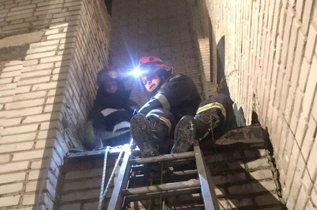 В Ижевске спасли мужчину, упавшего с третьего этажа