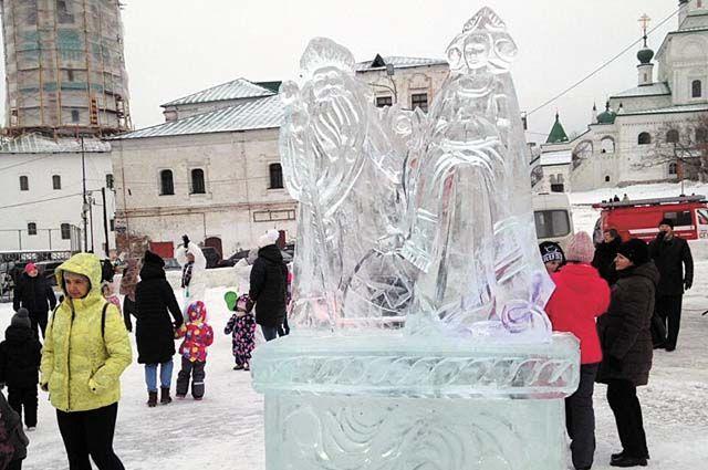На центральной площади Соликамска открыли ледовый городок.