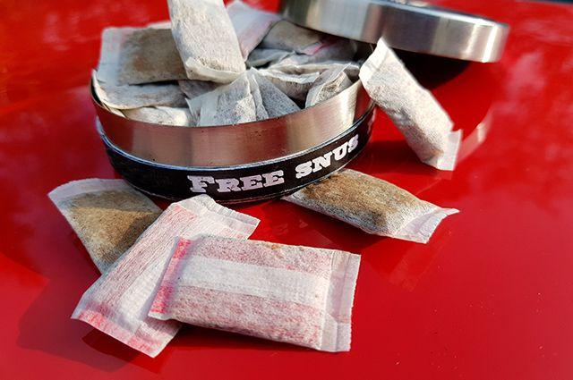 Снюсы, содержащие табак, в России продавать запрещено. Но продавцы быстро сориентировались и стали выпускать бестабачные смеси, содержащие никотин.
