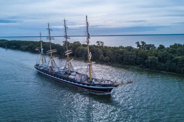 Парусник «Крузенштерн» вышел в Атлантический океан