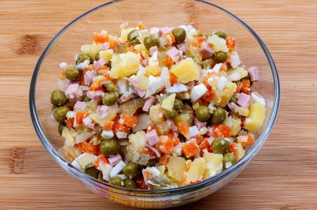 Кому не стоит есть салат оливье?