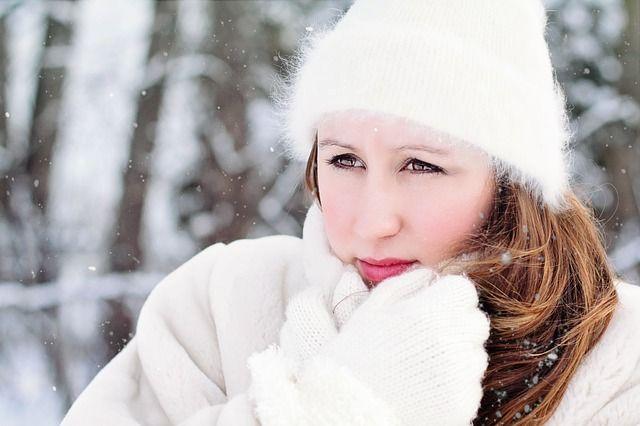 Прячь волосы под шапку. Как ухаживать за волосами зимой?