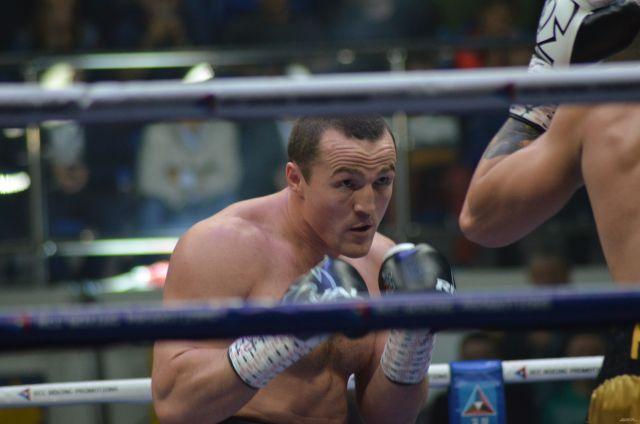 В Красноярске приглашают на открытую тренировку боксеров Лебедева и Мчуну