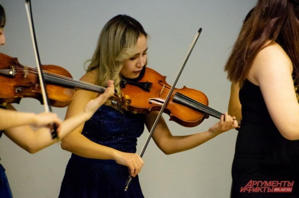 Особый восторг у иркутской публики вызвали «Чардаш» Витторио Монти, «Танец с саблями» Арама Хачатуряна и «Зима в Буэнос-Айросе» Астора Пьяццолла.