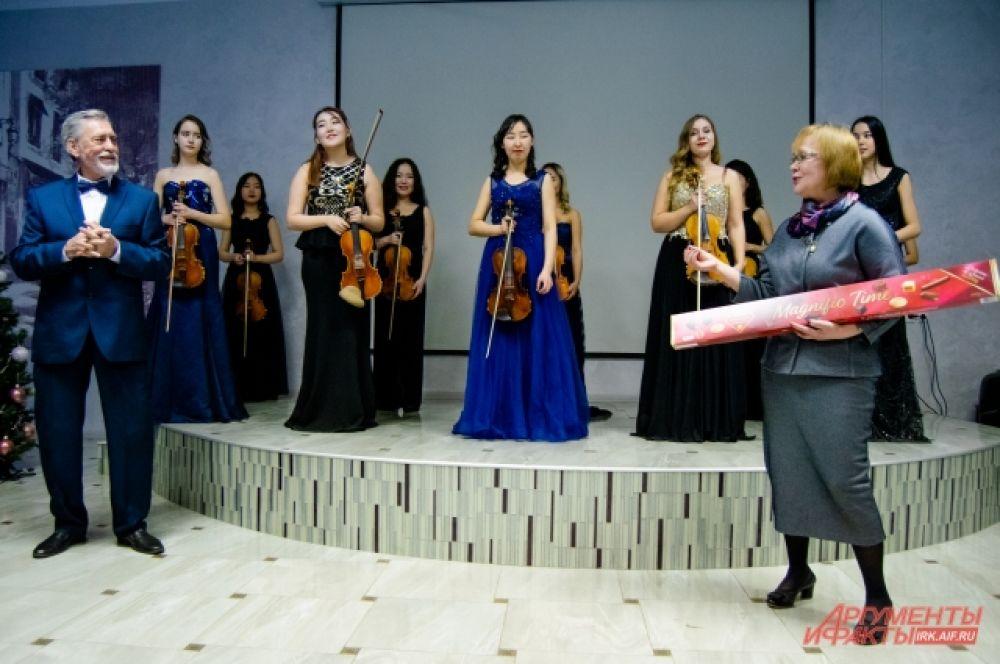 А в качестве благодарности за концерт педагоги подарили музыкантам шоколад
