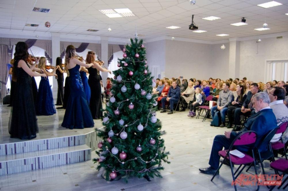 Двухчасовой концерт от мастеров музыкального искусства из Республики Саха (Якутия) стал новогодним подарком для педагогов Приангарья.