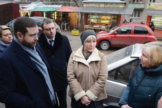 Губернатор лично встретился с жильцами дома на ул. Лавочкина, чтобы услышать от них оценку работ по капремонту.
