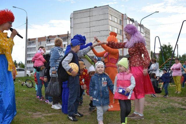 Международный день соседей елабужане начали праздновать одними из первых в республике.