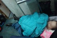 Больная лежала два часа у двери вагона, руки и ноги были холодные, давление измерить было невозможно.