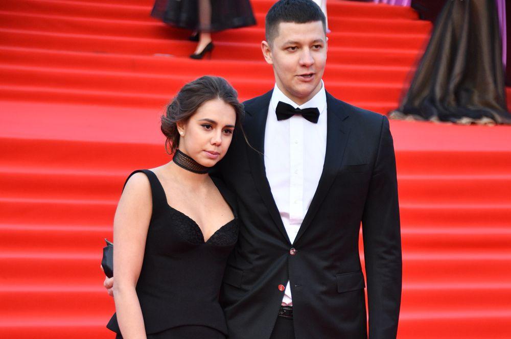 Впервые стали родителями олимпийская чемпионка по художественной гимнастике Маргарита Мамун и ее муж, пловец Александр Сухоруков.