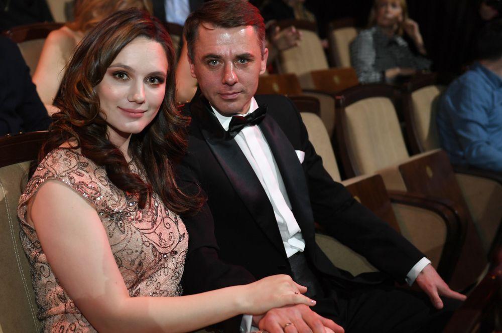 В семье Игоря Петренко и Кристины Бродской родилась дочь Ева. Для пары это уже третий ребенок, также у актера есть дети от предыдущих браков.